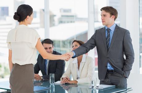Handshake to seal a deal after a job recruitment meeting FYI00000006