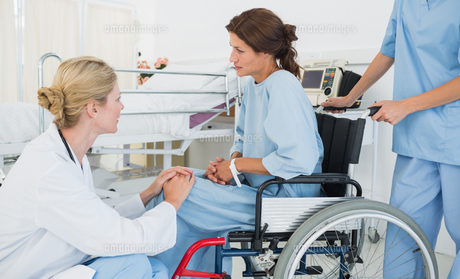 Doctor talking to a patient in wheelchair at hospital FYI00000013