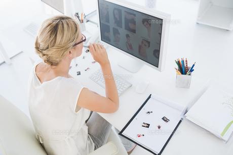 Female photo editor working on computer FYI00000036