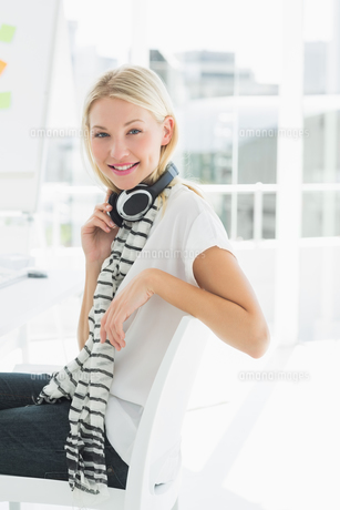 Casual young woman with headset at office FYI00000049