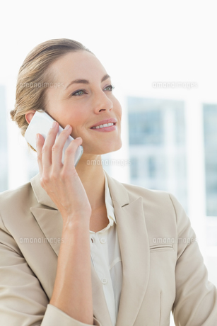 Beautiful businesswoman using mobile phone FYI00000068