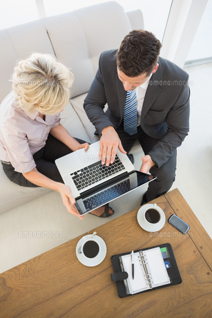 Businessman and his secretary with laptop and diary at home FYI00000087