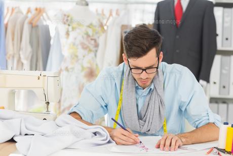 Fashion designer working on his designs FYI00000090