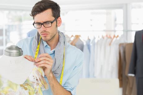 Fashion designer working on floral dress FYI00000091