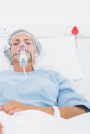 Female patient receiving artificial ventilation FYI00000094