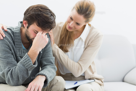 Young man in meeting with a psychologist FYI00000095