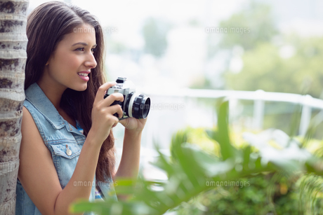 Pretty young girl taking photographs outside FYI00000915