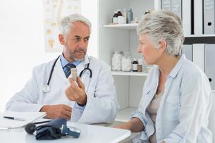 Female senior patient visiting doctor FYI00001713