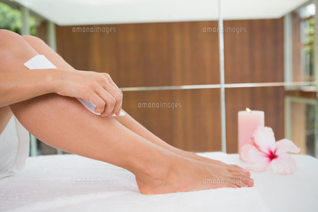 Woman waxing her legs herself FYI00002201