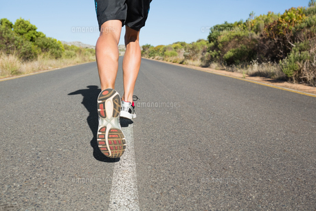 Fit man jogging on the open road FYI00002461