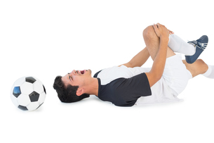 Soccer player lying down and shouting in pain FYI00003308
