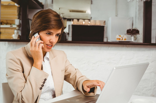 Pretty businesswoman working on her breakの素材 [FYI00003328]