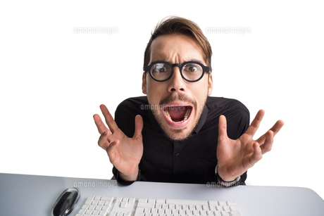 Worried businessman with glasses using computer FYI00004599