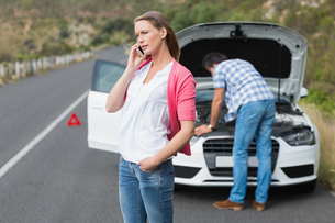 Couple after a car breakdown FYI00005953