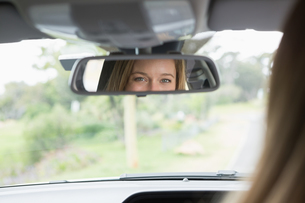 Young woman in the drivers seat looking in the mirror FYI00005993