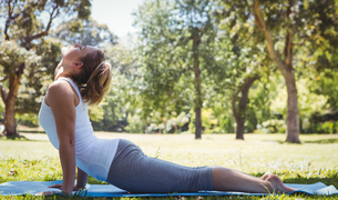 Fit woman doing yoga in the park FYI00006003
