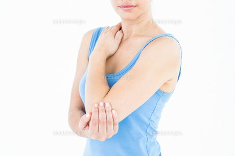 Woman touching her painful elbow FYI00006643