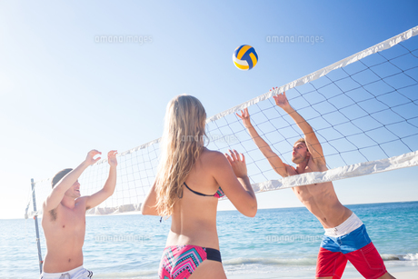 Group of friends playing volleyball FYI00007034
