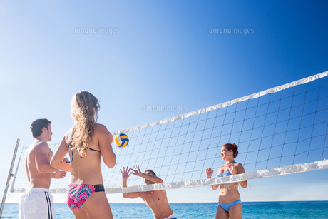Group of friends playing volleyball FYI00007039