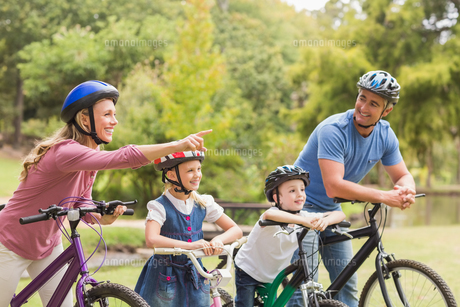 Happy family on their bike at the park FYI00007336