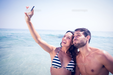 Happy couple taking a selfie FYI00007856