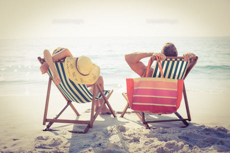 Couple relaxing on the beach FYI00007863