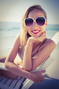 Stylish blonde on the beach FYI00007870