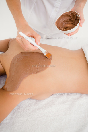 Woman enjoying a chocolate beauty treatment FYI00008268