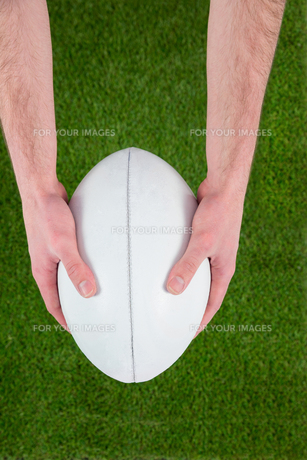 Rugby player catching a rugby ballの素材 [FYI00008662]