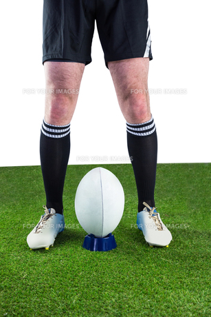 Rugby player ready to make a drop kick FYI00008684
