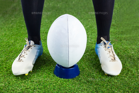Rugby player ready to make a drop kick FYI00008686