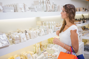 Smiling woman browsing products FYI00009112
