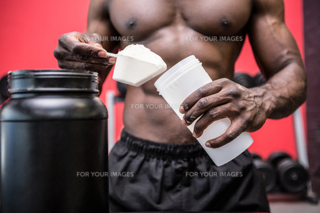 Young Bodybuilder filling his Bottle FYI00009295