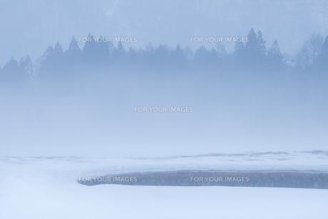 雪解け間近の棚田 -白馬深空にて- FYI00023593