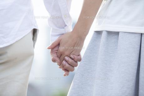 若い男女のカップル FYI00024331