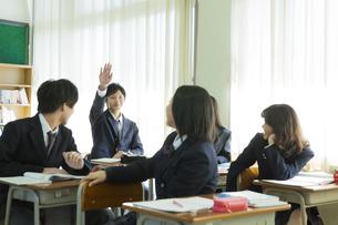授業を受ける高校生たち FYI00024475