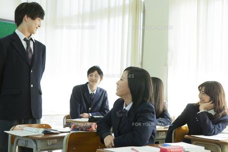 授業中の高校生 FYI00024495