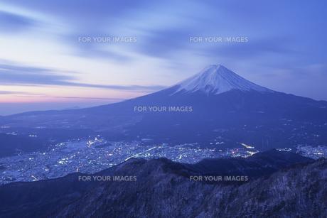富士と富士吉田の街、Fuji Metropolitan Fujiyoshida of the city, FYI00024733