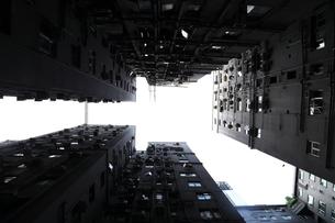 下から見上げたビル群 FYI00024968