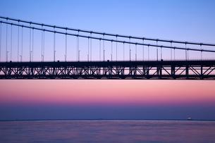 明石海峡大橋の夜明け FYI00025084