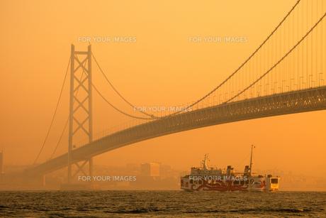 明石海峡を航行するフェリー FYI00025097