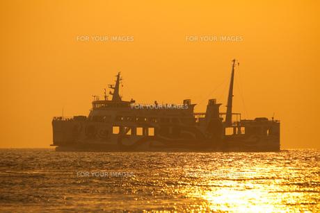 明石海峡を航行するフェリー FYI00025105