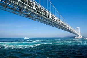 大鳴門橋と鳴門海峡 FYI00025122