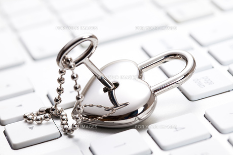 キーボードと鍵 FYI00025165