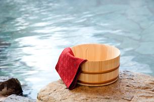 露天風呂と桶 FYI00025167