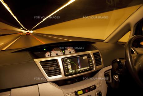 トンネル走行の車内 FYI00025353