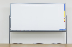 室内のホワイトボード FYI00026121