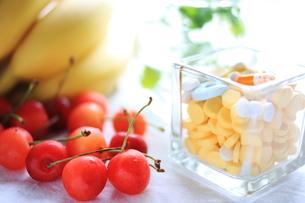 果物とビタミン剤 FYI00027311