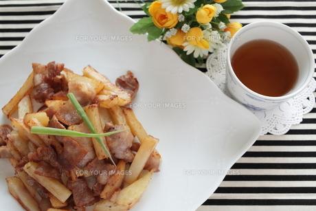 ジャガイモと豚肉の炒め物 FYI00028782