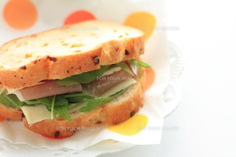 生ハムとチーズのサンドイッチ FYI00030084